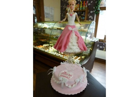 Tort papusa Laura