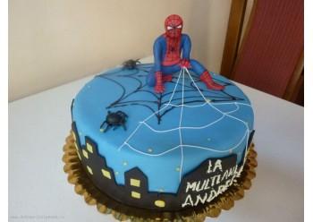 Tort cu spiderman pe bloc