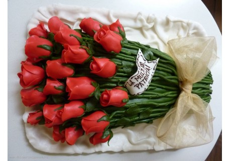 Tort buchet de trandafiri