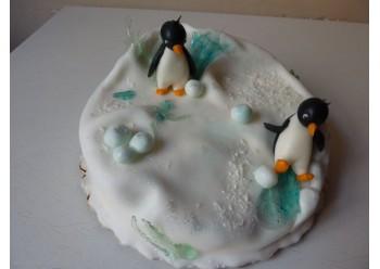 Tort cu pinguini la patinoar