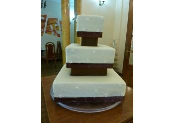 Tort nunta cu panglica maron