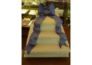 Tort nunta cu funda mov