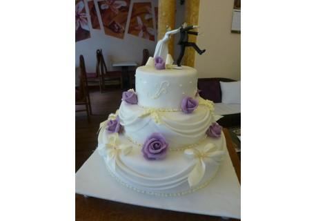 Tort nunta cu falduri si fundite