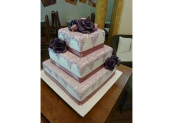 Tort nunta cu dantela lila