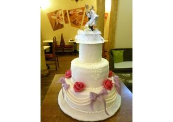 Tort nunta cu fundite roz