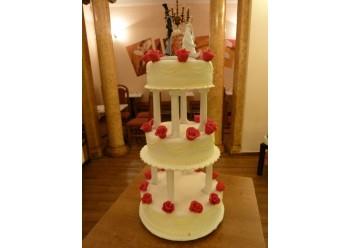 Tort nunta cu boboci de trandafiri