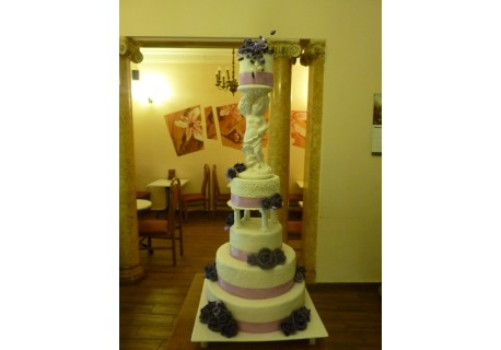 Tort nunta cu statueta