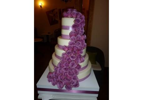 Tort nunta cu trandafiri naturali