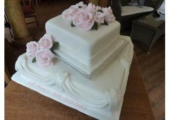 Tort cu trandafiri roz