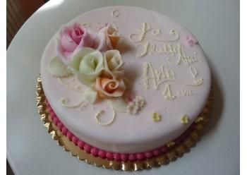 Tort cu trandafiri colorati