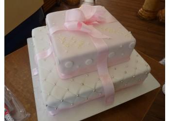 Tort roz cu buline