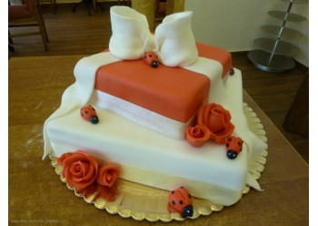 Tort cadou rosu